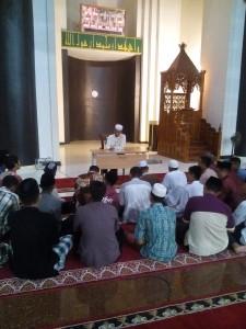 kajian malam di masjid