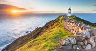 Lighthouse-Cape-Reinga-in-New-Zealand-Wallpapers-HD-Images-for-Desktop-and-Mobile-3840x2160-915x515-672x372
