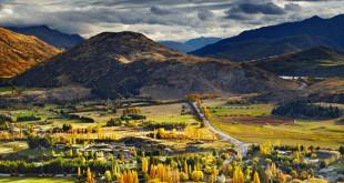 Picturesque-Mountain-Landscape-near-Queenstown-New-Zealand_204768868-672x372